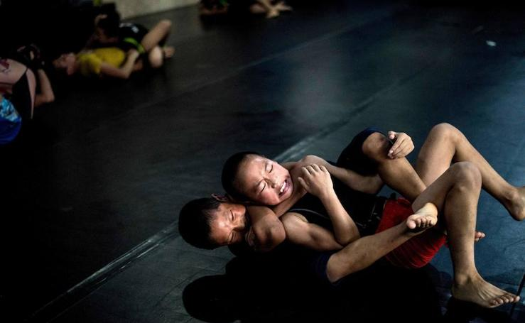El 'club de la lucha' de los huérfanos chinos