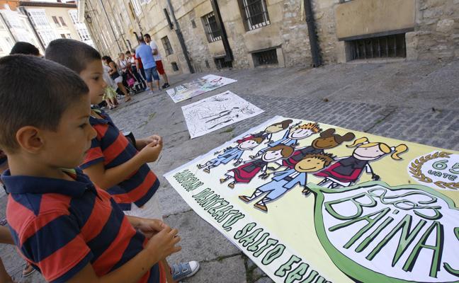 Inclusión, reproches y llamada a la fiesta en las pancartas de la Federación de blusas