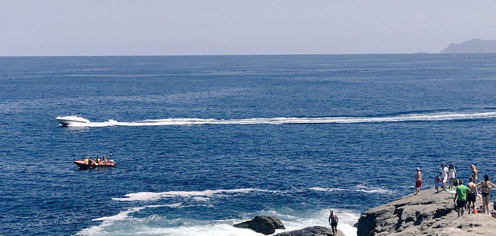 Rescatan a un pescador de Barakaldo tras caer al mar en una zona rocosa en Castro
