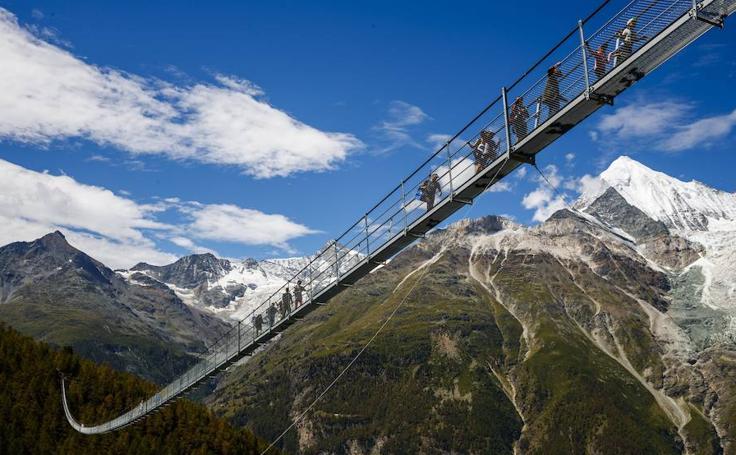 Inauguran el puente peatonal colgante más largo del mundo