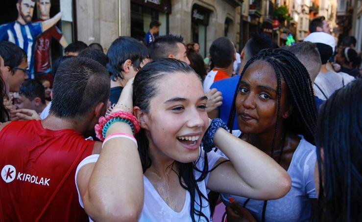 Crema solar, agua y refrigerios para combatir el calor en el Chupinazo de las Fiestas de La Blanca