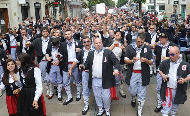 La Federación de Neskas y Blusas adelanta los paseíllos a las 16.30 horas