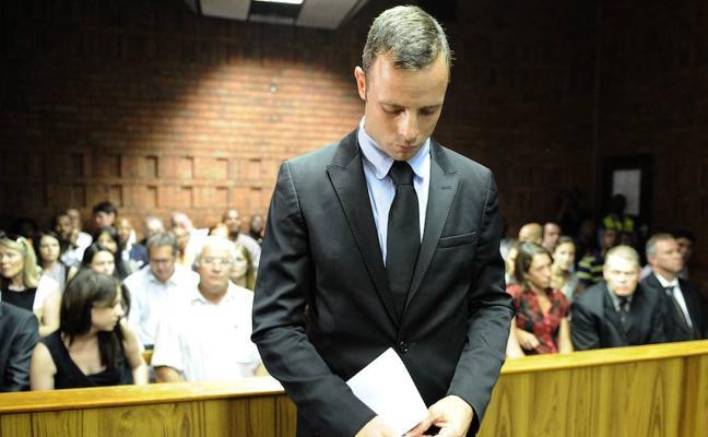 Pistorius vuelve a prisión tras ser hospitalizado por dolor en el pecho