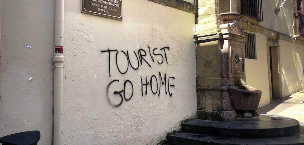Sortu se suma a la campaña contra el turismo
