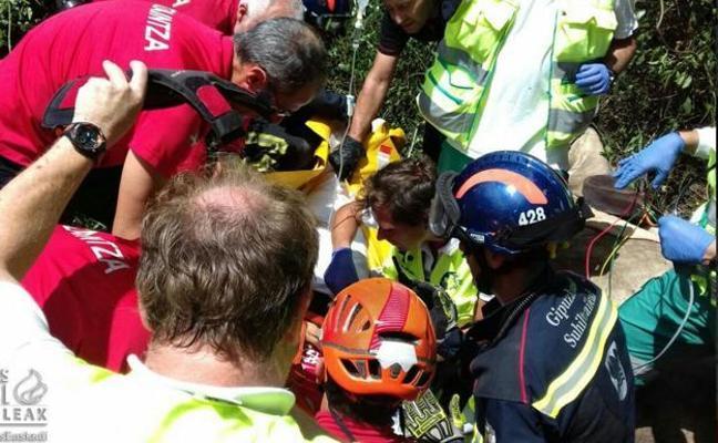 Herida una jinete de 15 años al caer por un barranco de 12 metros en Bergara