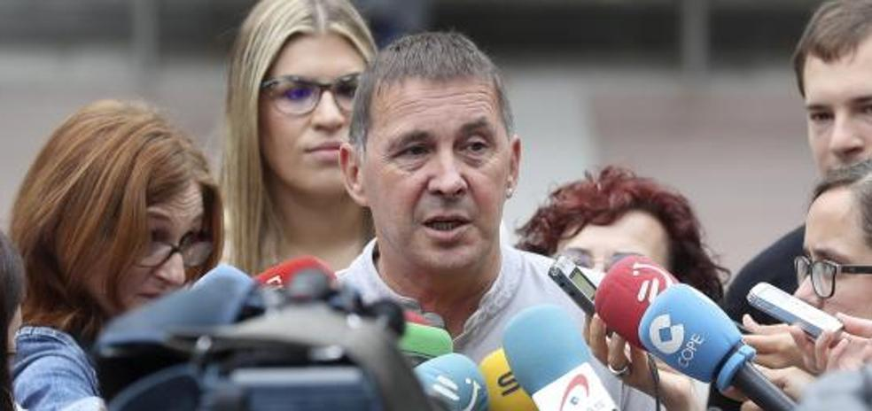 Otegi rechaza la violencia para protestar contra el modelo turístico