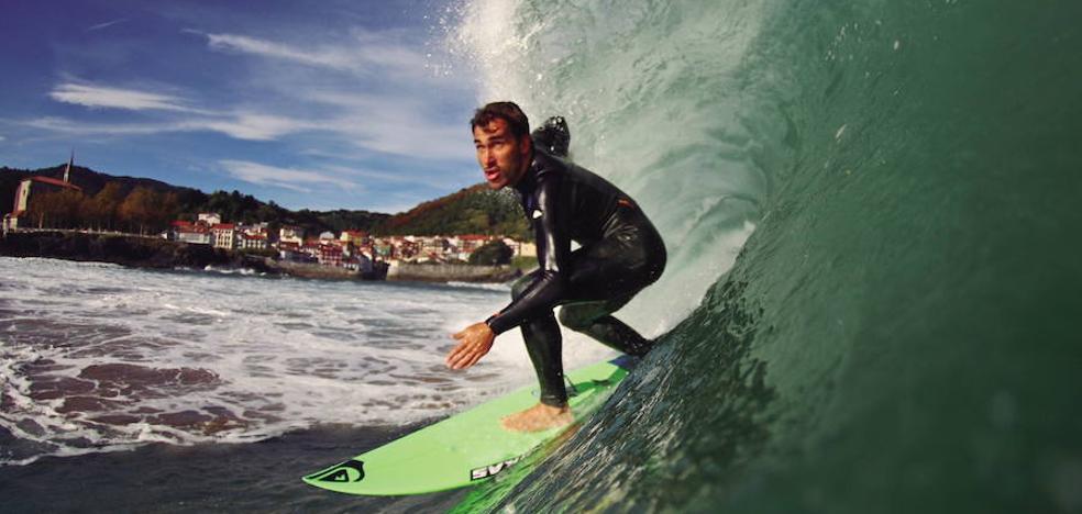 Aritz Aranburuk 32 surfista hoberen aurka lehiatuko du Tahitin