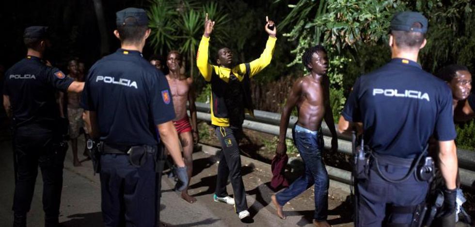 La Policía defiende su actuación en la frontera del Tarajal