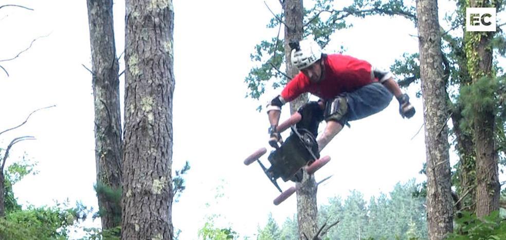 Vertiginosas acrobacias en el monte con un skate muy especial