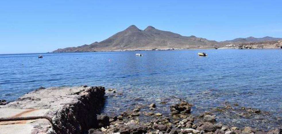 Muere un bilbaíno en una playa de Almería cuando practicaba snorkel