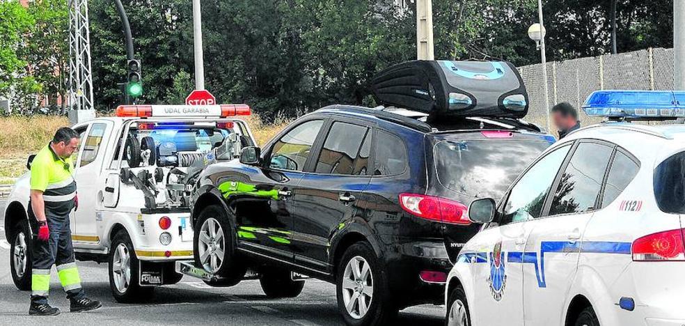 Interceptado con casi cien móviles y tablets «robados» cuando se iba de Vitoria