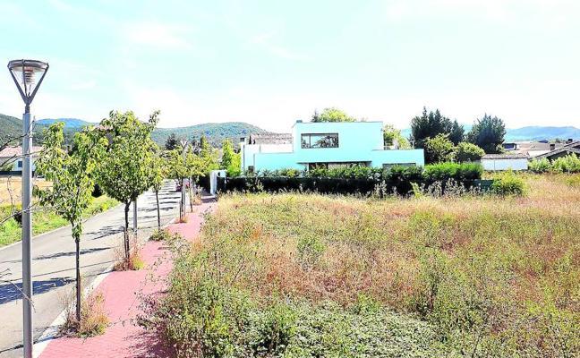 El Ayuntamiento vende diez parcelas para chalés en cuatro pueblos de Vitoria