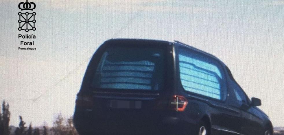 Detenido por conducir un vehículo fúnebre a 150 km/h en Navarra