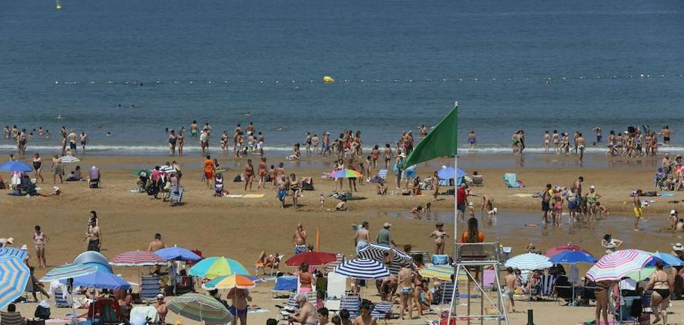 Una bilbaína de 71 años muere ahogada en la playa de Gorliz