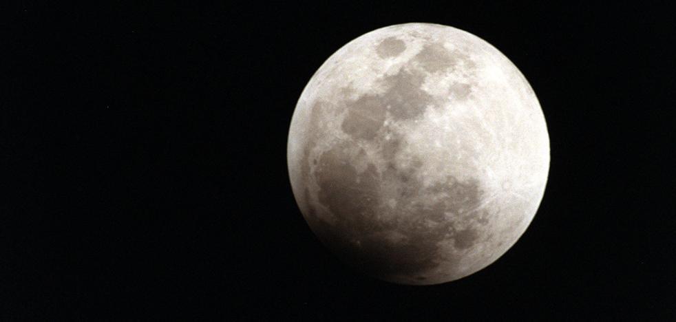 La NASA planea descolgar un microsatélite cúbico para un estudio rasante de la Luna
