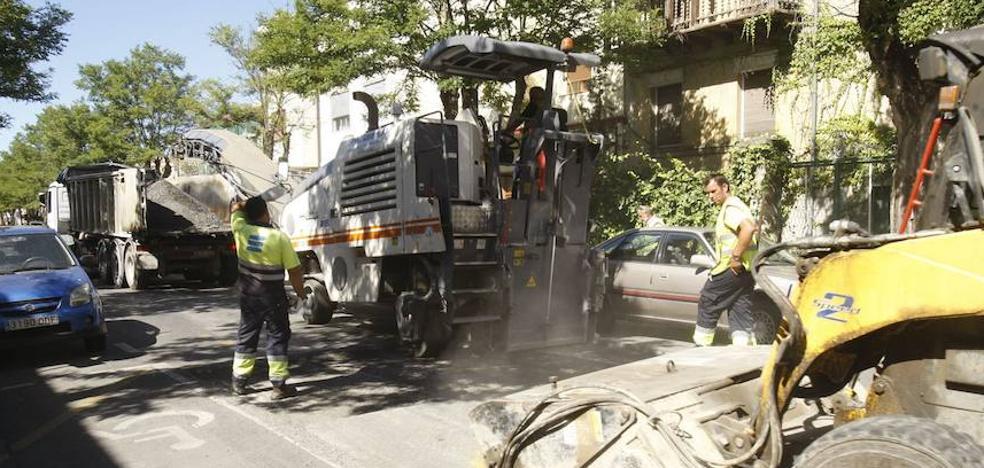 Las obras de asfaltado mejorarán en agosto el firme de 23 calles de Vitoria