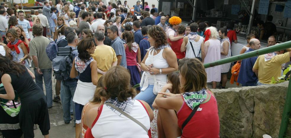Cinco heridos por botellas lanzadas por menores en las fiestas del Puerto Viejo