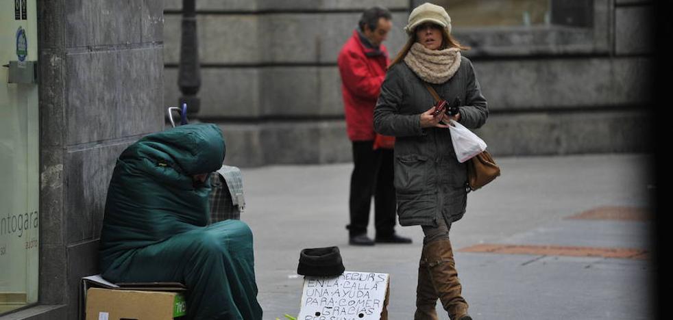 Un indigente clava un cucharón en la oreja de otro sin techo en Madrid