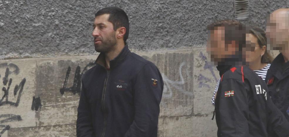 El juzgado deja en libertad con cargos a los dos sospechosos de robar en varios pisos de Vitoria