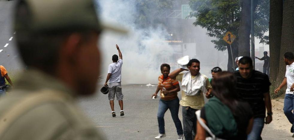 Al menos 37 muertos durante la toma policial de una prisión en Venezuela