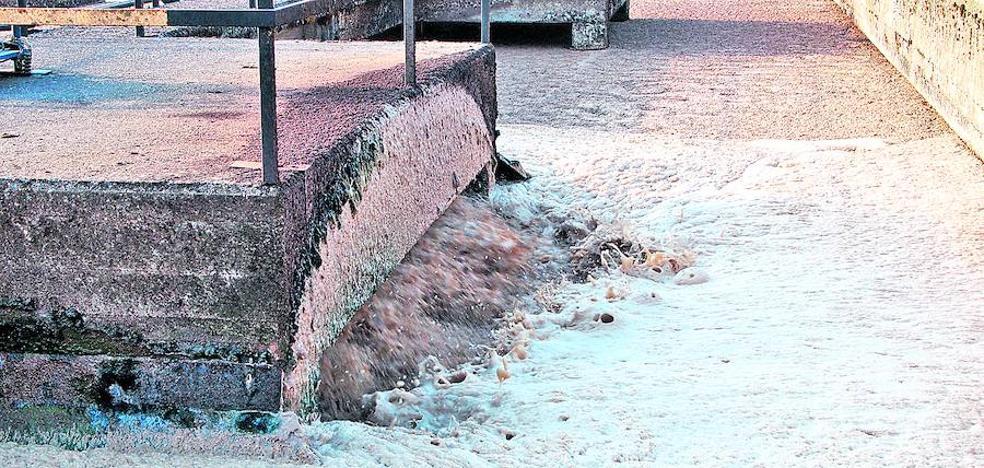 El alcalde de Salvatierra culpa a URA de los vertidos al Zadorra