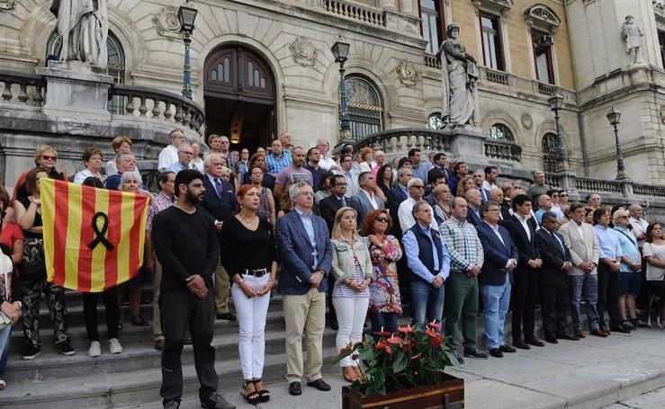 Minuto de silencio en toda España para condenar los atentados en Barcelona y Cambrils