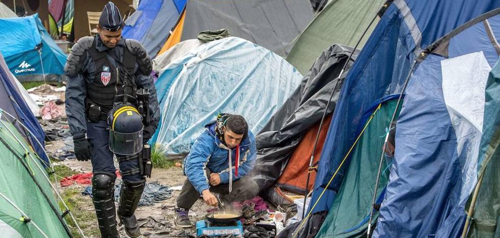 Evacuados varios campamentos con más de 1.000 inmigrantes en París