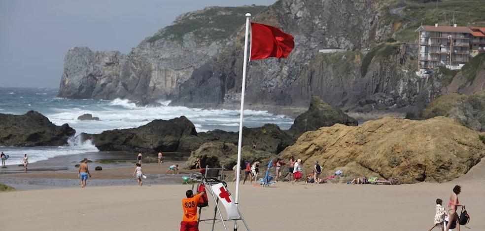 La bandera roja ondea en las principales playas vizcaínas