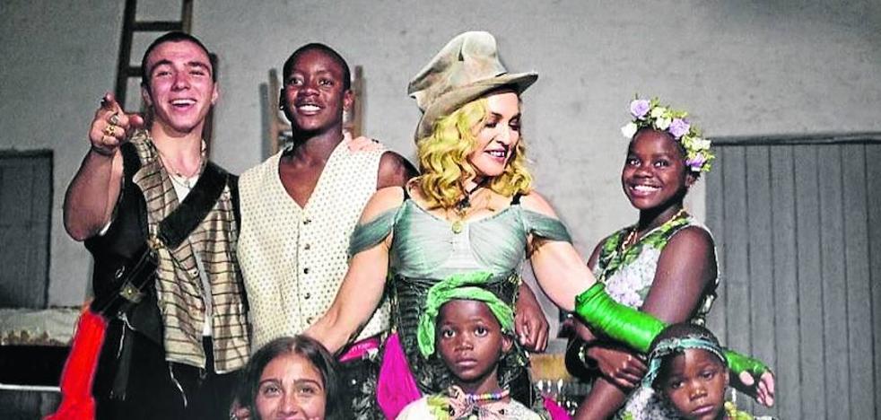 Madonna y la extraña familia