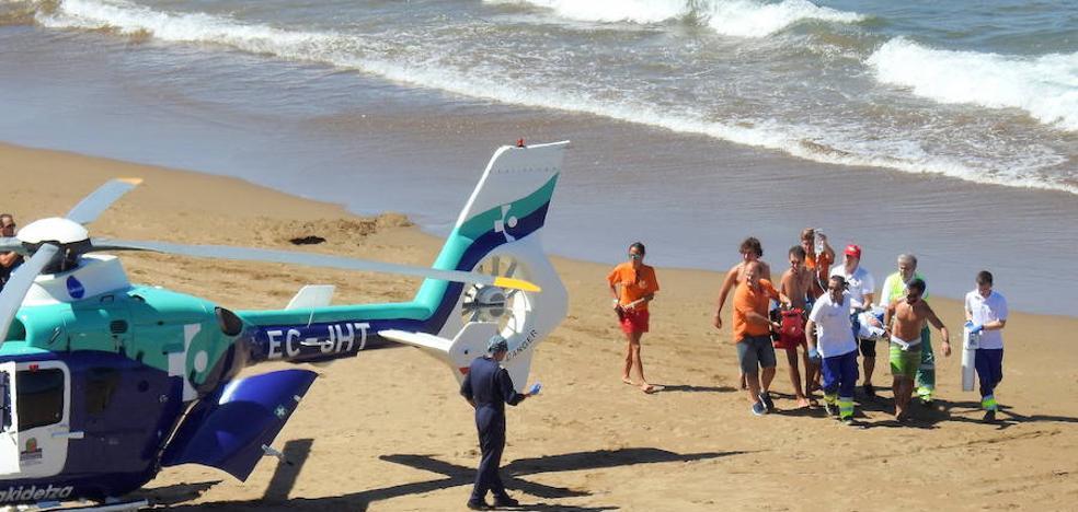Grave el hombre evacuado en helicóptero de la playa de La Salvaje