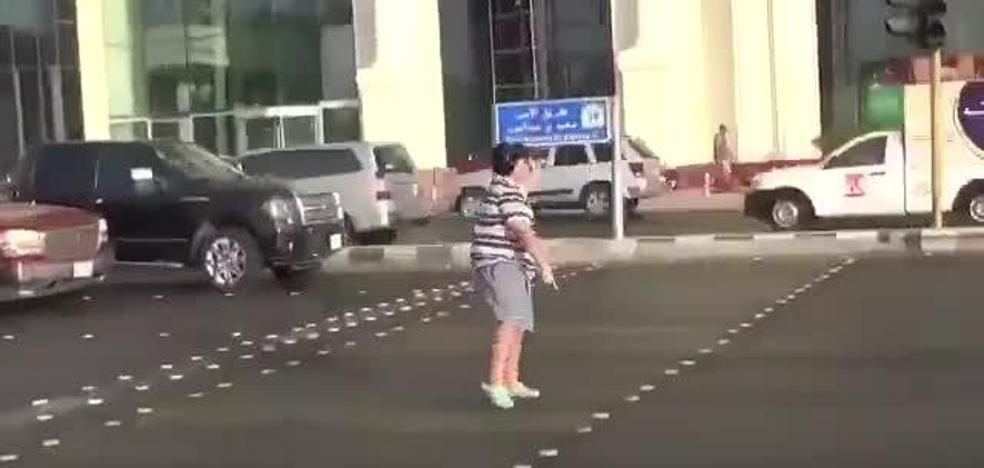 Liberan al adolescente de 14 años que bailó la Macarena en Arabia Saudí