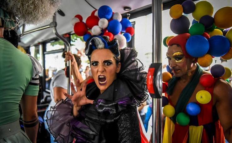 La magia del musical 'Priscila' se sube al Bilbobus