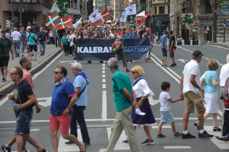 Cientos de personas piden en Bilbao el final de la dispersión