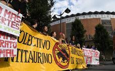 Las protestas de los colectivos antitaurinos llevan la tensión a las puertas de Vista Alegre