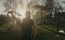 Olvídate de los pokémon. 'The Walking Dead: Our World' te mete a los zombis en casa