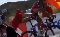 El corredor empujado en la Vuelta exculpa al espectador, que sufre una discapacidad mental»