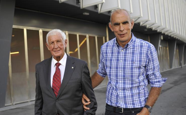 Históricos del Athletic en la inauguración del museo rojiblanco