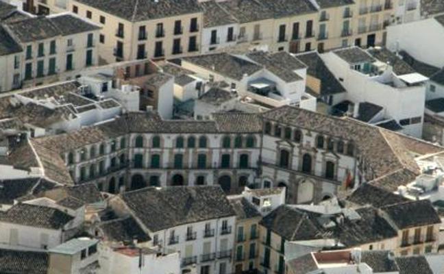 Ordenan la detención de una mujer huida con sus dos hijas hace un mes en Málaga