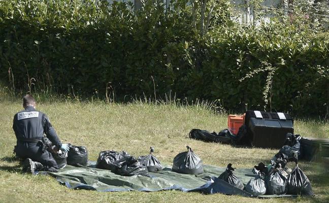 La Fiscalía francesa cifra en un centenar las armas que ETA no ha entregado