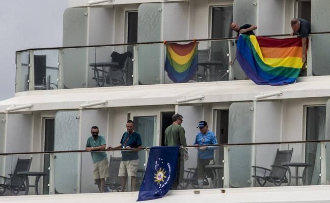 Un crucero con 2.600 gays recala en Getxo
