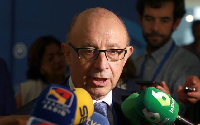 Hacienda apercibe a la Generalitat para que explique cómo sufraga la web del referéndum