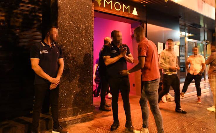 El despliegue de seguridad en la apertura de la discoteca Moma