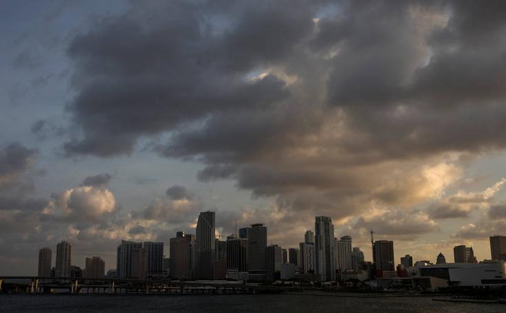 'Irma' ya amenaza Florida tras golpear El Caribe