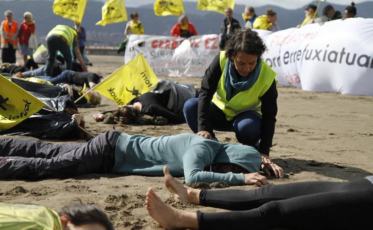 Performance en apoyo a los refugiados en Ereaga