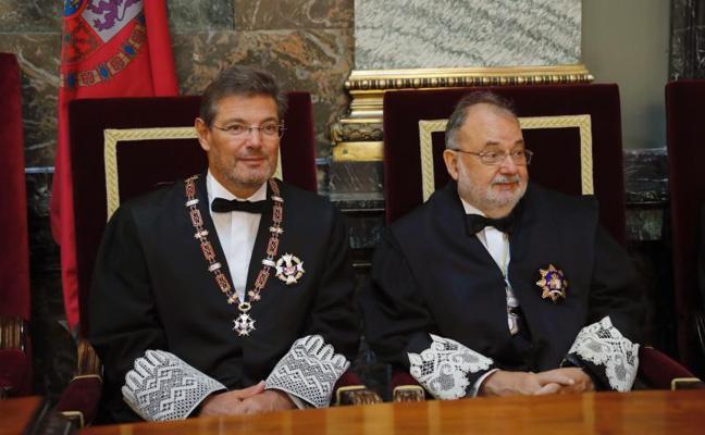 Justicia advierte a los alcaldes de que colaborar con el referéndum «es delito»