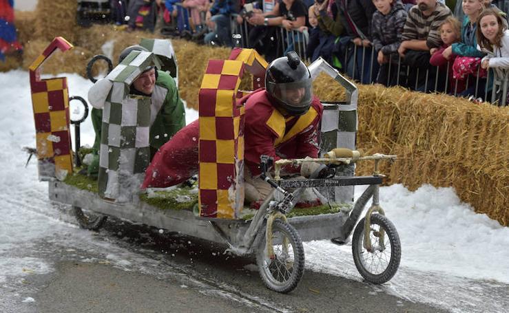 La carrera de los autos más locos se disputa en Bélgica