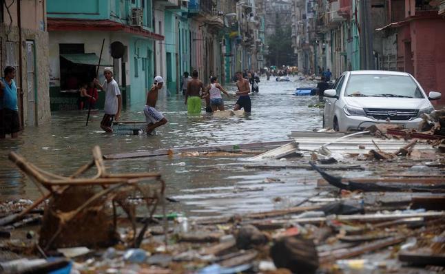 Un turista vasco en La Habana arrasada por 'Irma': «Apenas hay agua ni comida, solo colas»