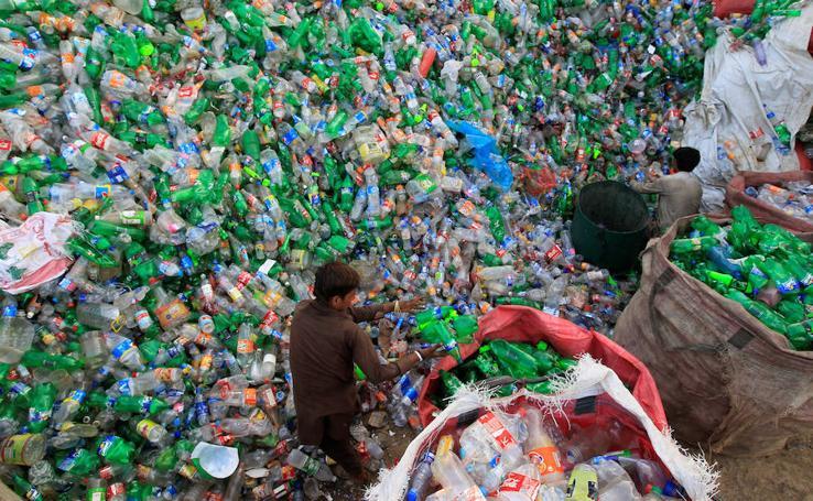 Mar de plástico en Islamabad