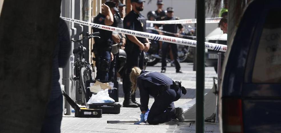 Mata a puñaladas a un policía en Valencia cuando iba a detenerlo por el crimen de la maleta