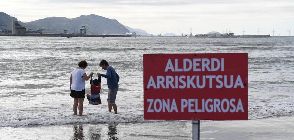 Sanidad aconseja no bañarse en cuatro playas de Bizkaia por contaminación fecal